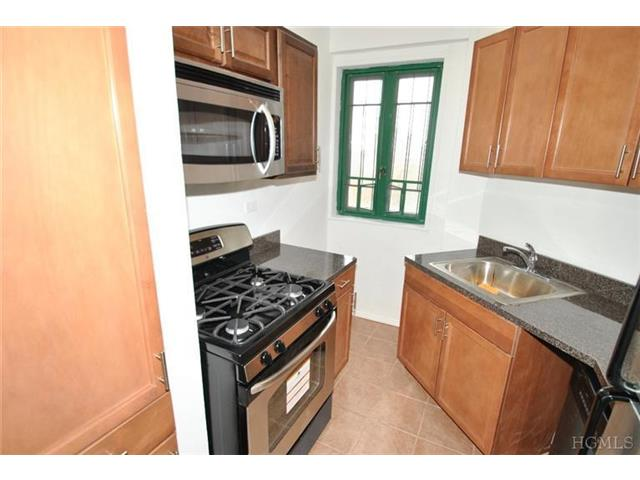 Rental Homes for Rent, ListingId:26766670, location: 20 South Metropolitan Oval Bronx 10462