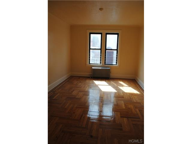 Rental Homes for Rent, ListingId:29399521, location: 756 South Oak Drive Bronx 10467