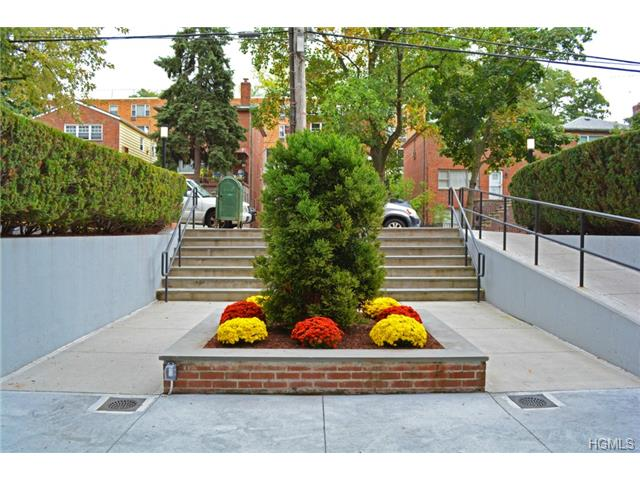 Rental Homes for Rent, ListingId:29984681, location: 5425 Valles Avenue Bronx 10471