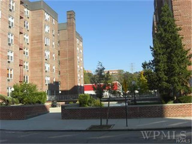 Rental Homes for Rent, ListingId:30026753, location: 5 Sadore Lane Yonkers 10710