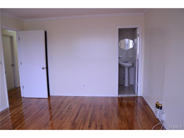 Rental Homes for Rent, ListingId:30142310, location: 1950 Adee Avenue Bronx 10469