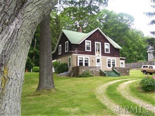 670 E Main St, Jefferson Valley, NY 10535