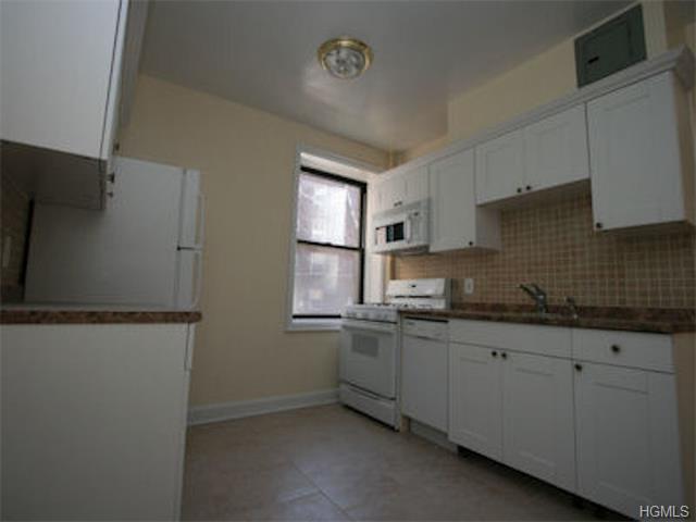 Rental Homes for Rent, ListingId:31712611, location: 421B Larchmont Acres West Larchmont 10538