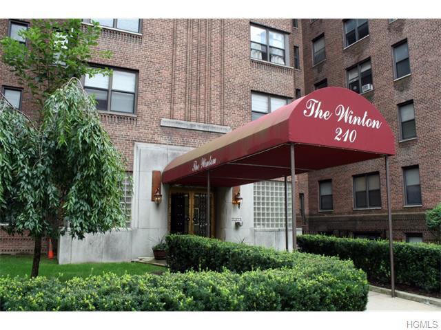 Rental Homes for Rent, ListingId:34562136, location: 210 Martine Avenue White Plains 10601