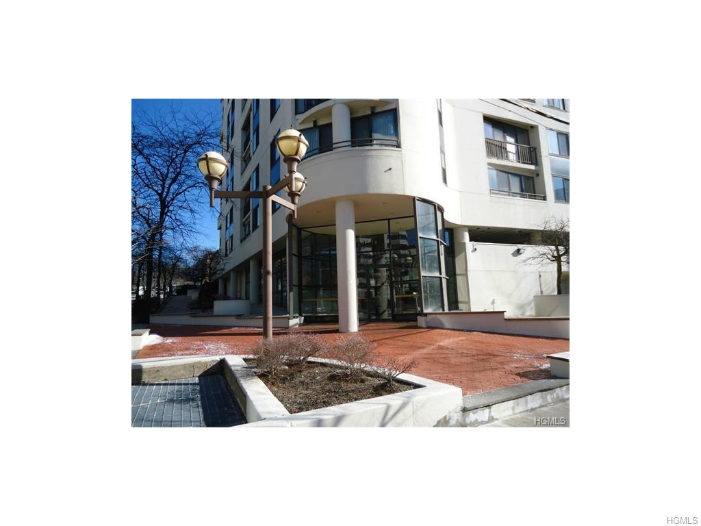Rental Homes for Rent, ListingId:37216879, location: 10 Cottage Place White Plains 10601