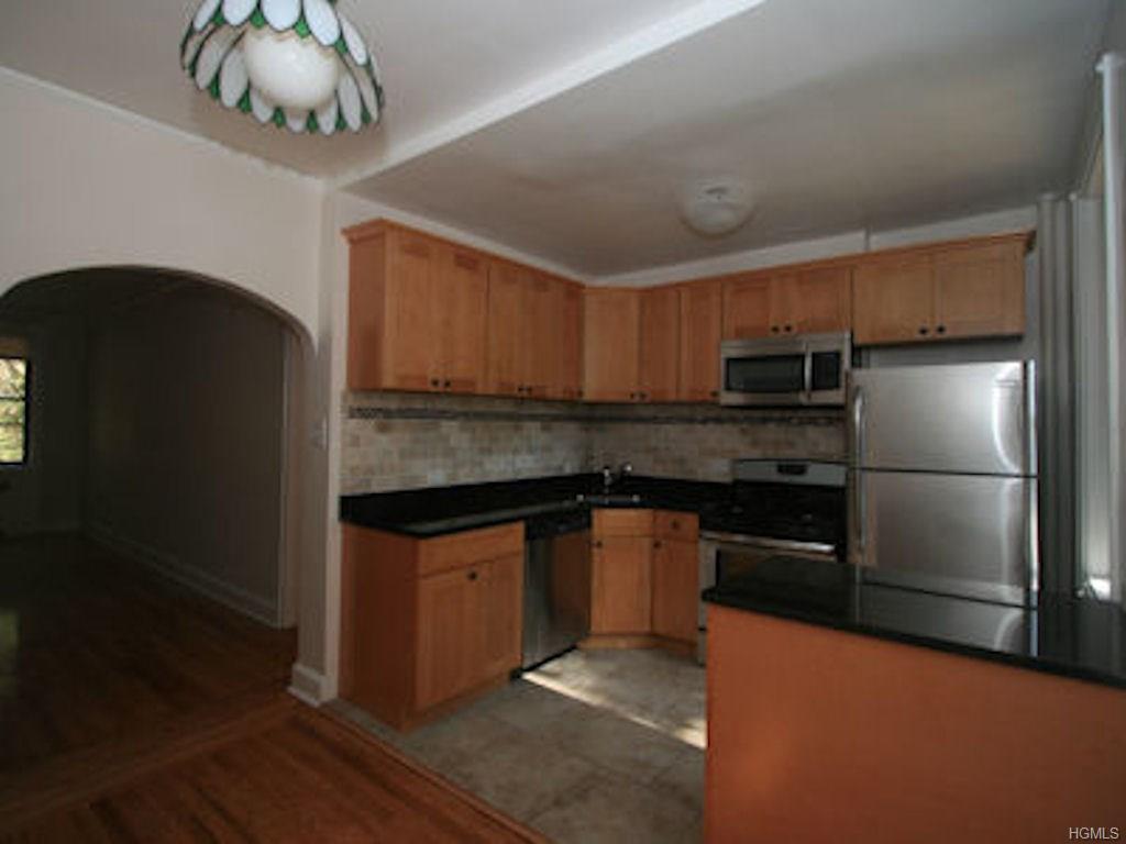 Rental Homes for Rent, ListingId:37266305, location: 324C Larchmont Acrest West Larchmont 10538