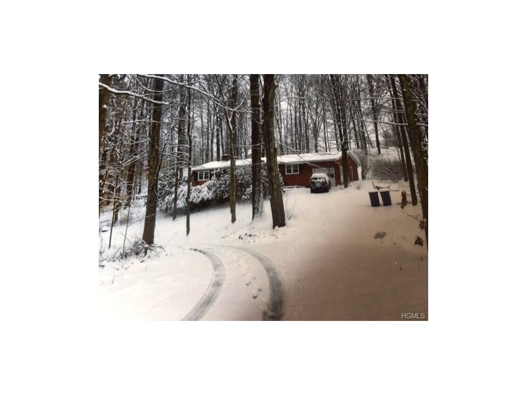 2 Ravine Ln, Pine Bush, NY 12566