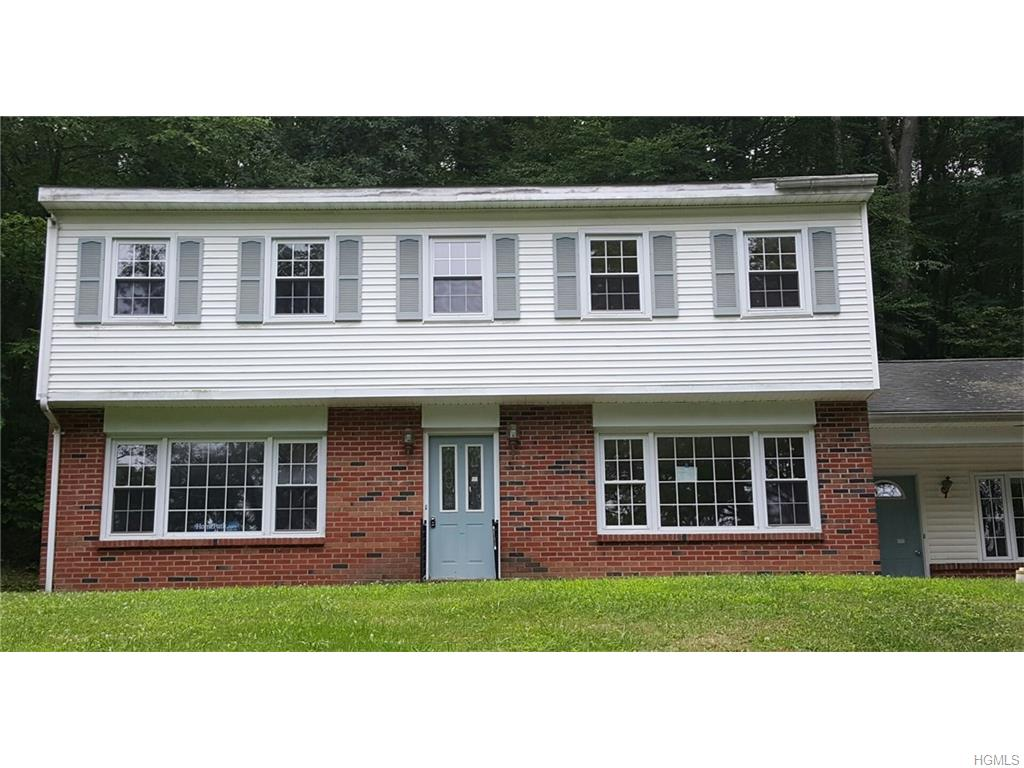 2 Oak Tree Dr, Cornwall, NY 12518