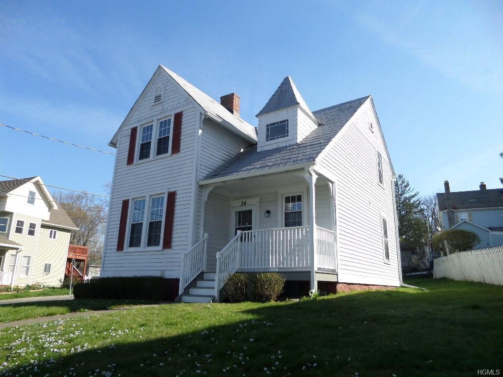 34 Oak St, Walden, NY 12586