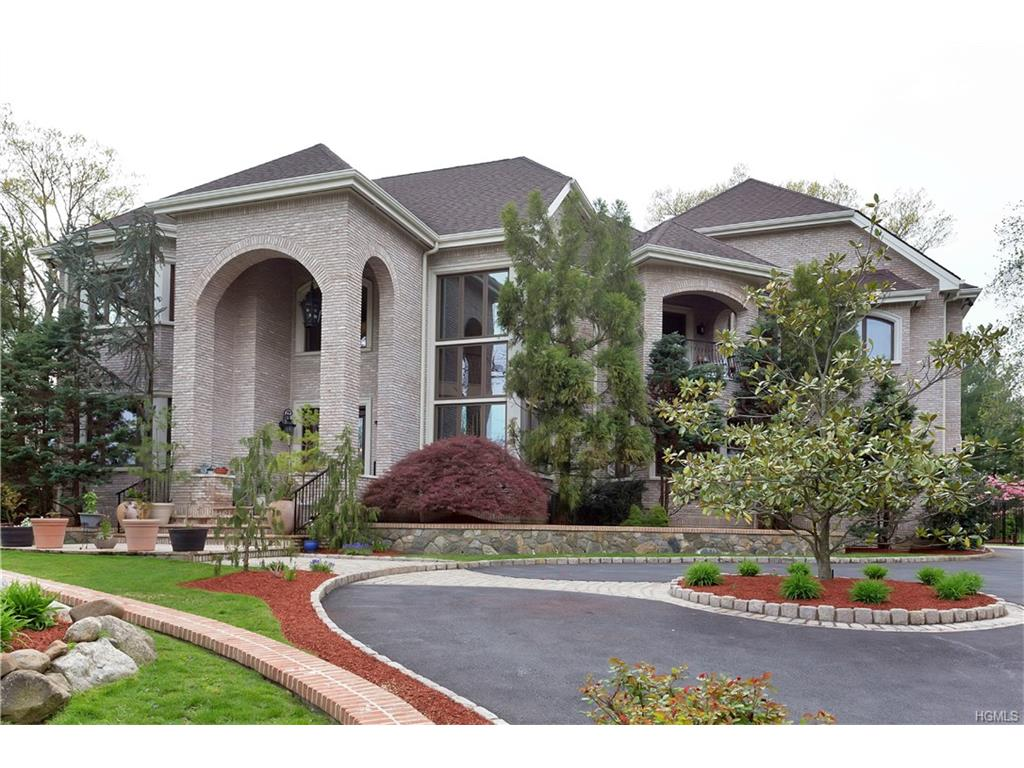 87 Lakeshore Dr, Eastchester, NY 10709