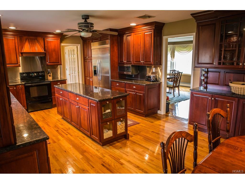 60 Florance Dr, Central Valley, NY 10917