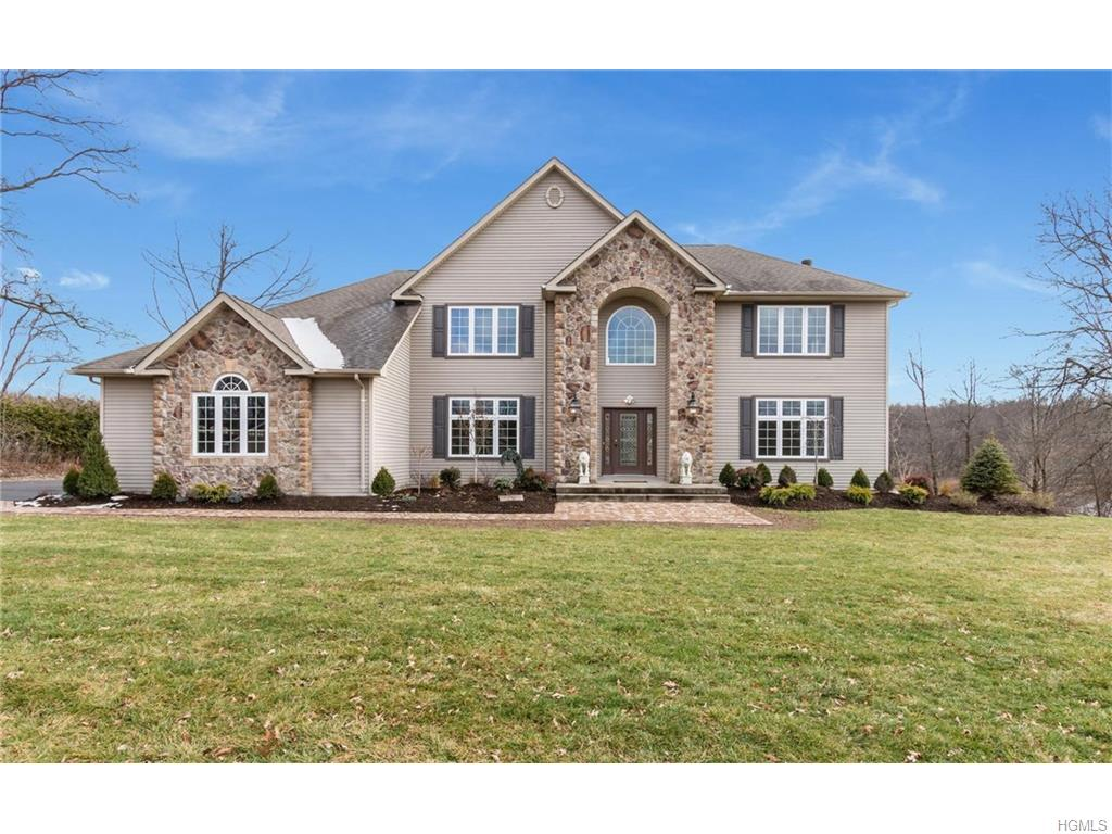 10 Victoria Dr, Blooming Grove, NY 10914