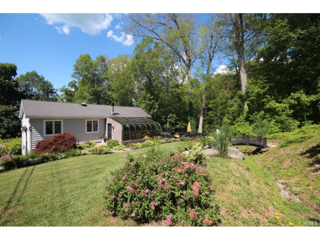 33 Pine View Rd, Beacon, NY 12508
