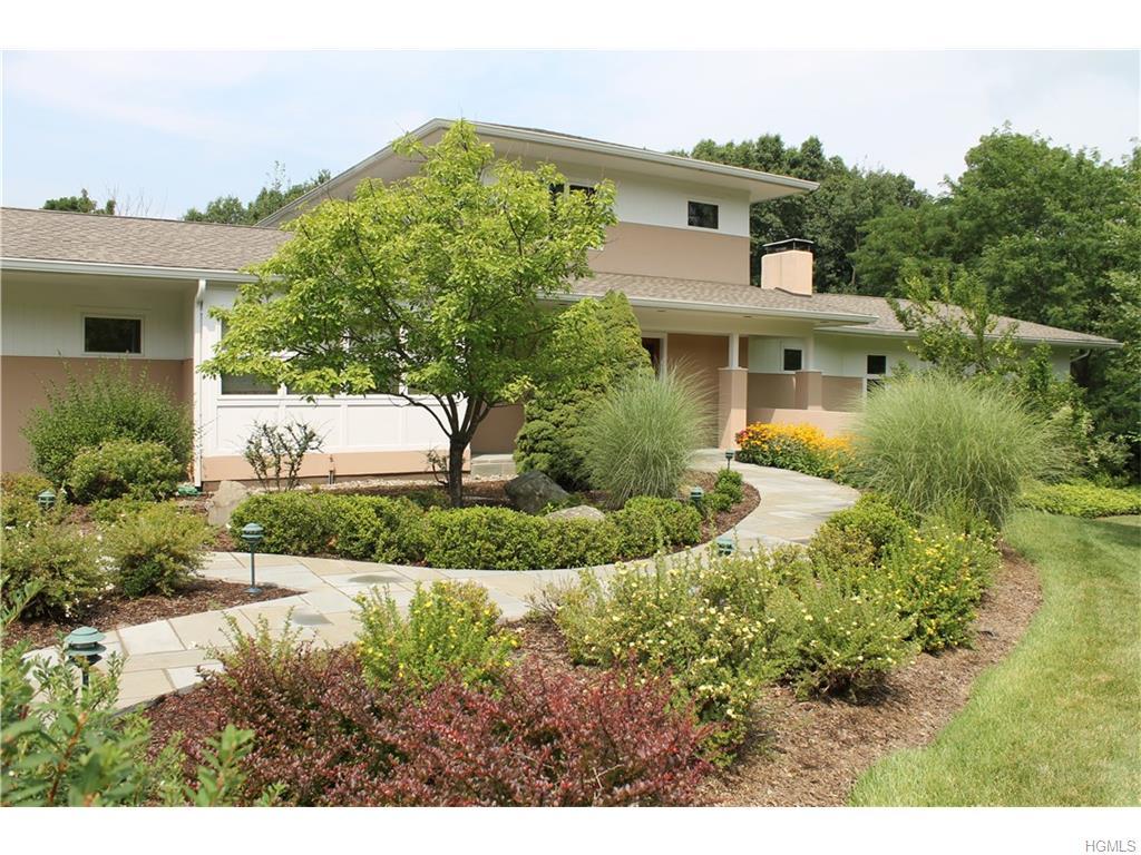 5 Brenner Ridge Rd, Pleasant Valley, NY 12569
