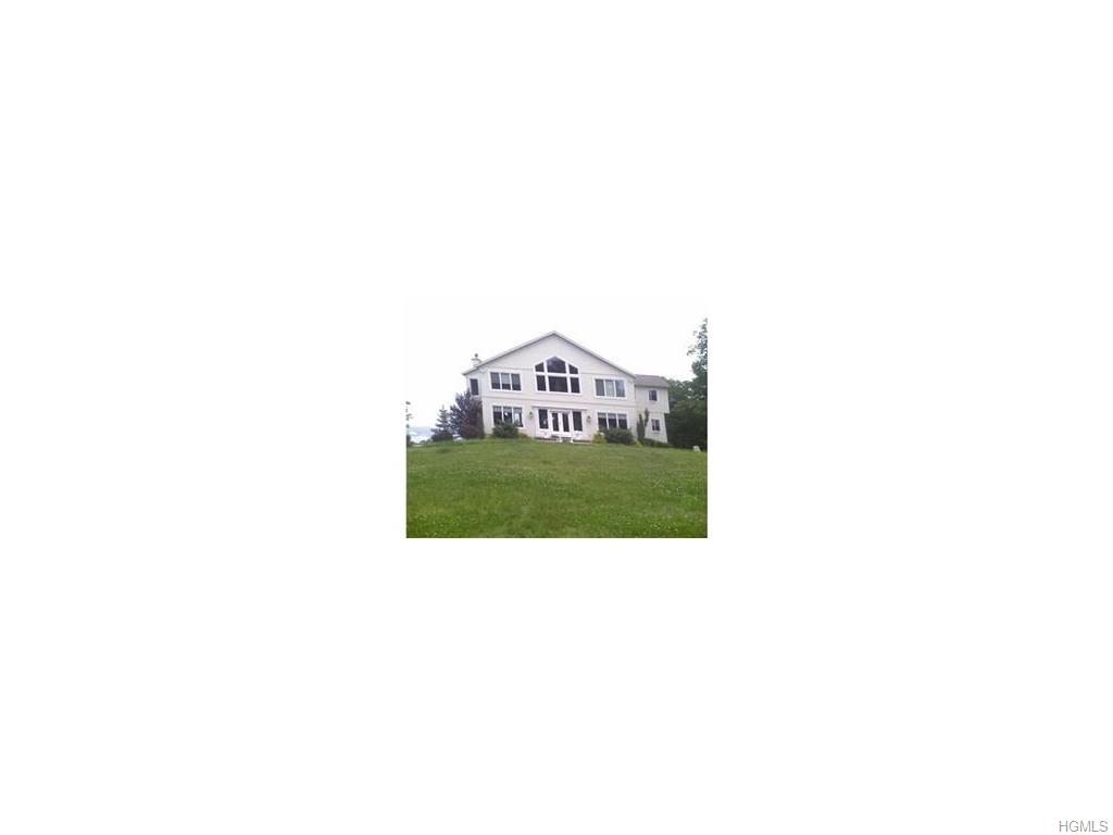 8 Skahen Dr, Tomkins Cove, NY 10986