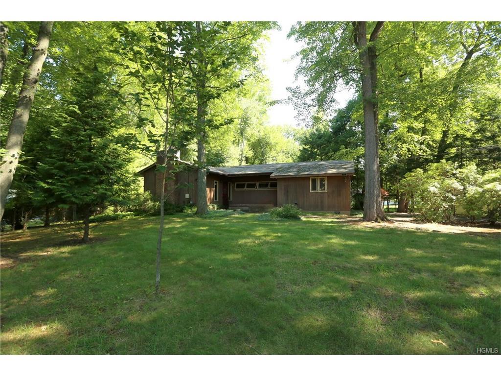 380 Jeffrey Pl, Valley Cottage, NY 10989