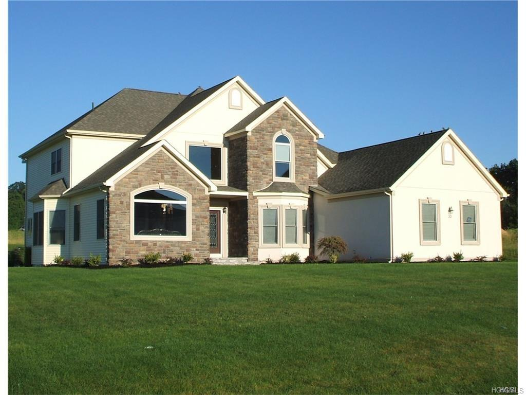 15 Winding Ln, Central Valley, NY 10917