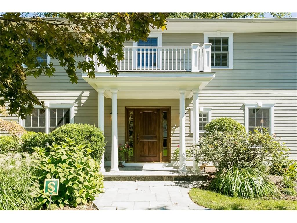 20 Dell Dr, Eastchester, NY 10709
