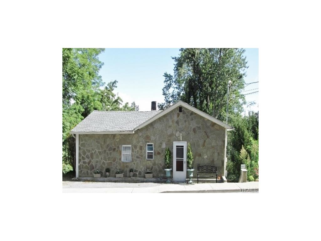 443 E Main St, Jefferson Valley, NY 10535