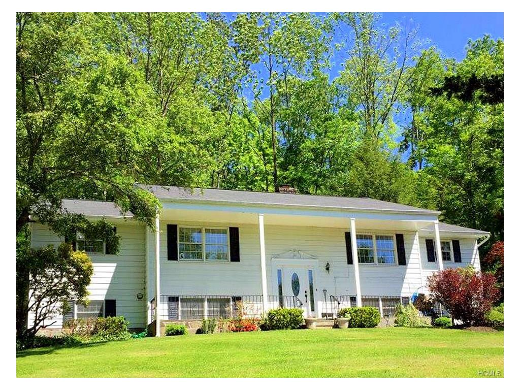 2 Boswell Rd, Putnam Valley, NY 10579