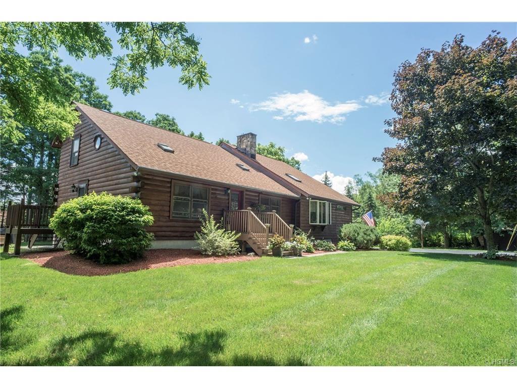 12 Evergreen View Ln, Wallkill, NY 12589