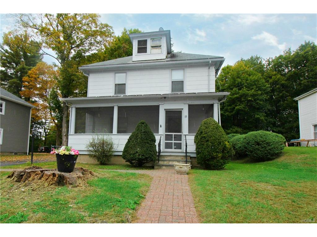 15 Fairway Dr, Pawling, NY 12564