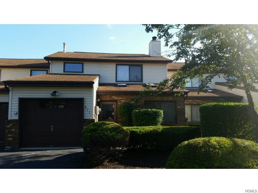 511 Barberry Ln, New Windsor, NY 12553