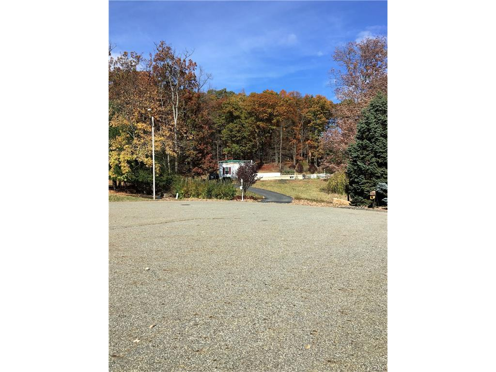 36 Pearce Dr, Highland Mills, NY 10930