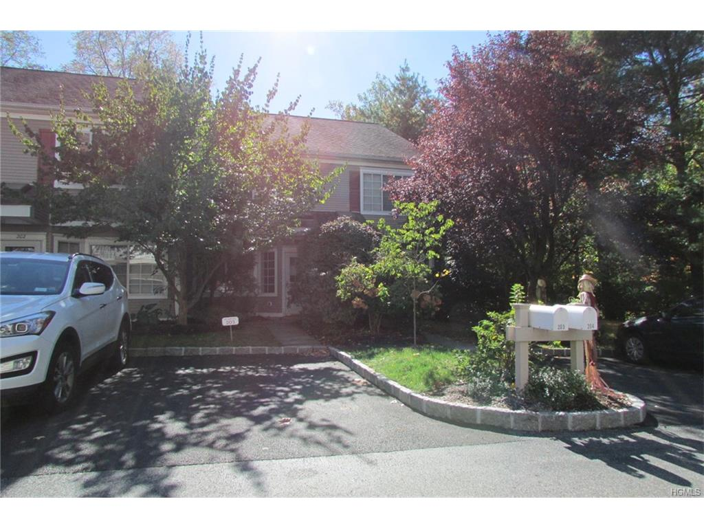 203 Park Ridge Ln, White Plains, NY 10603