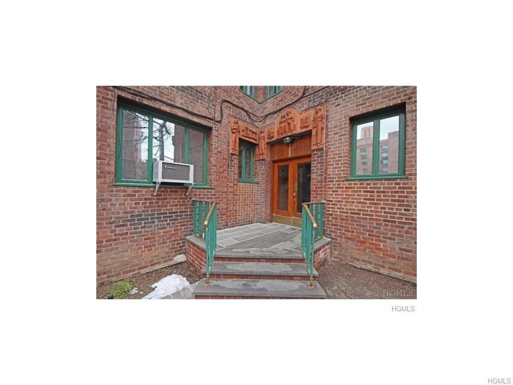 Photo of 11   Metropolitan Oval  Bronx  NY