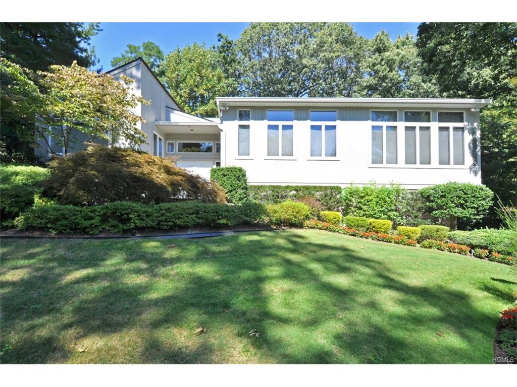 Photo of 8   Cypress Point Drive  Purchase  NY