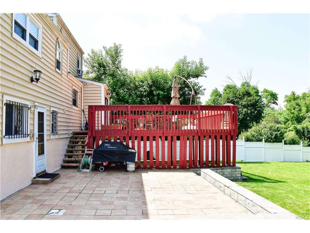 Split Level, Single Family - Yonkers, NY (photo 3)