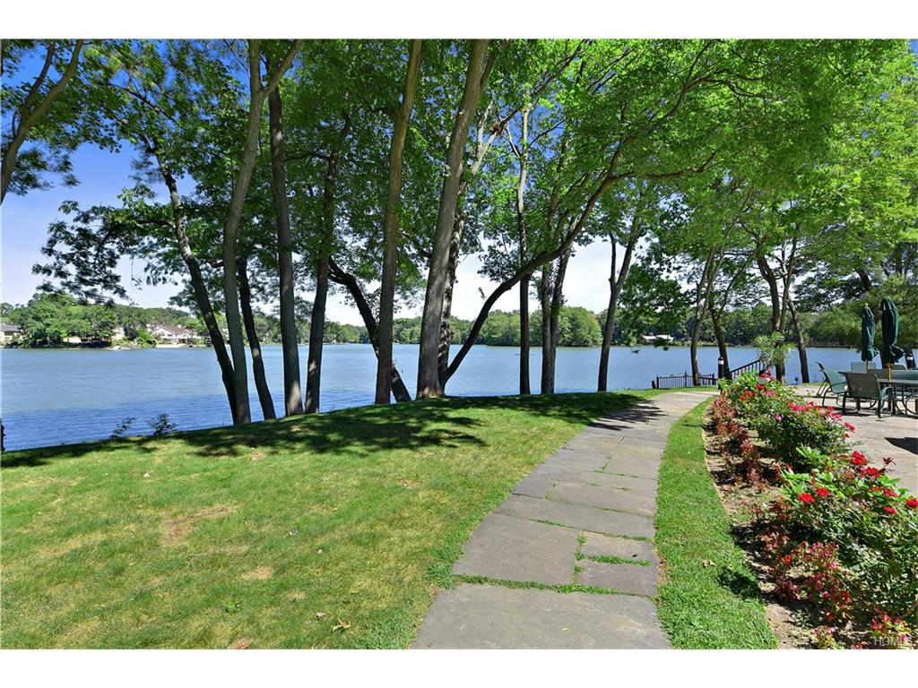 Photo of 64   Waterside Close  Eastchester  NY