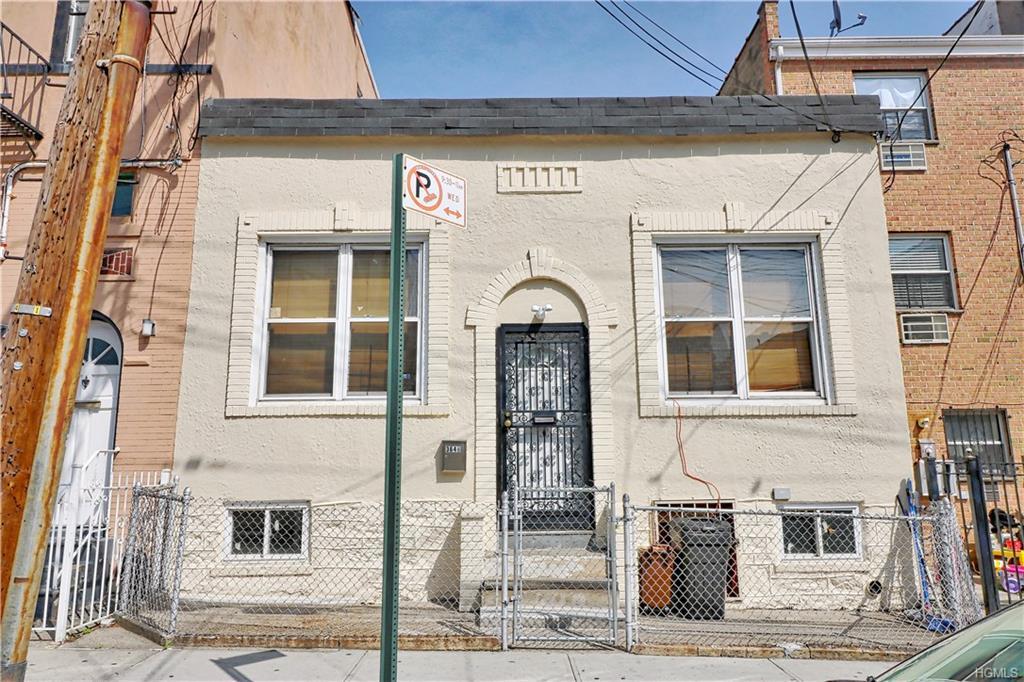 Bungalow, Single Family - Bronx, NY (photo 1)