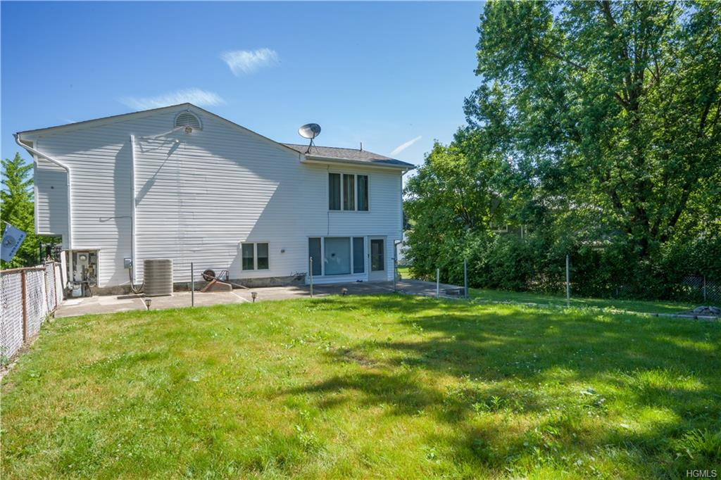 Bilevel,Raised Ranch, Single Family - New Windsor, NY (photo 4)