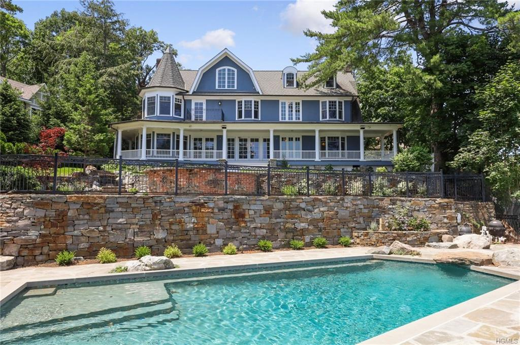 New York Waterfront Property in New City, Lake De Forest