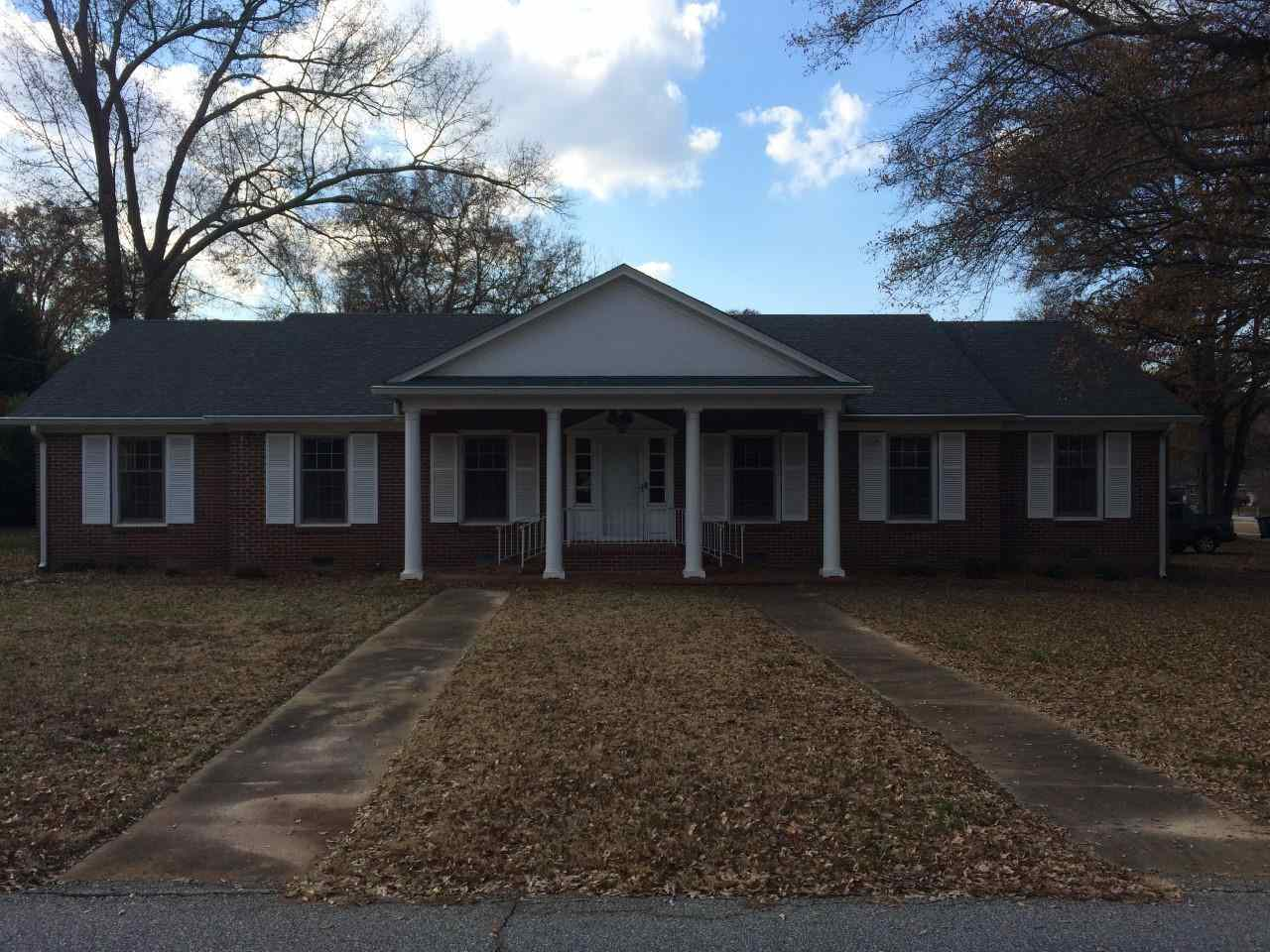 Rental Homes for Rent, ListingId:30914780, location: 2811 Barnard E. Bee Avenue Anderson 29625