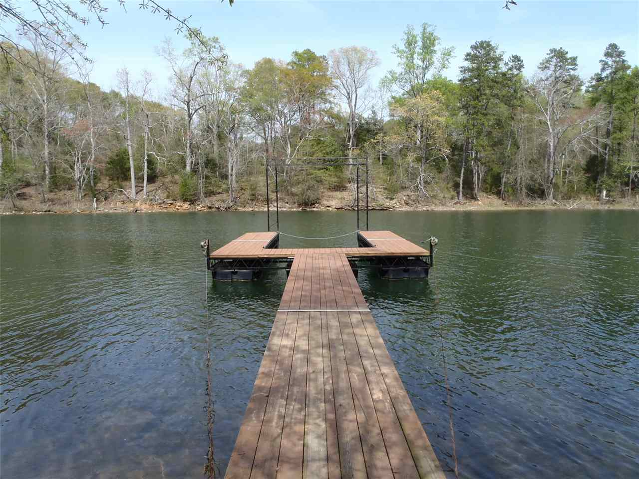 66 Point Place Rd, Hartwell, GA 30643