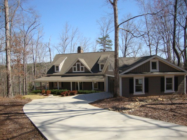 327 Foreststone Dr, West Union, SC 29696