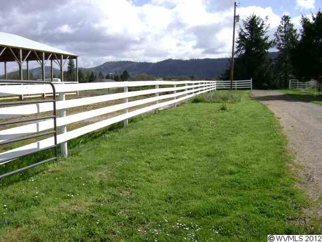 14.75 acres in Roseburg, Oregon