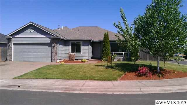 105 N 8th St, Aumsville, OR 97325