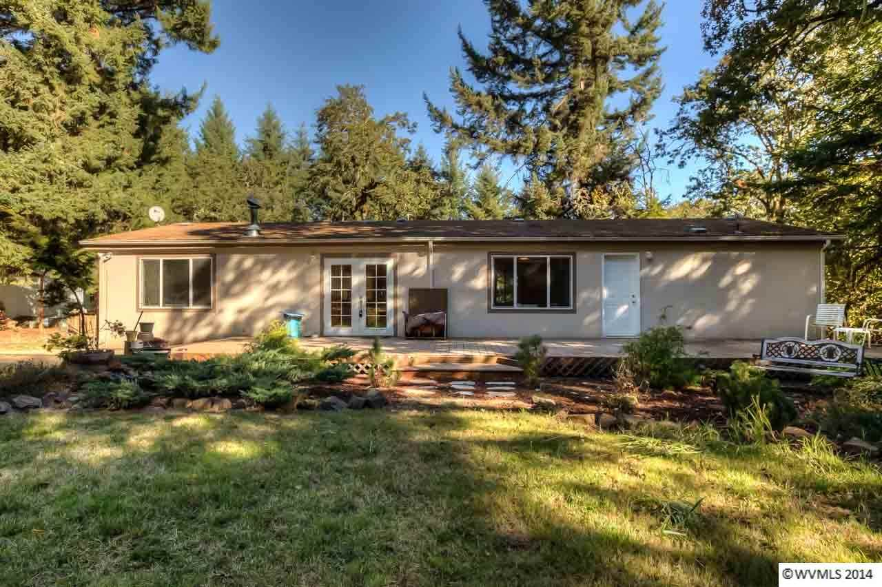 3125 Mistletoe Rd, Dallas, OR 97338