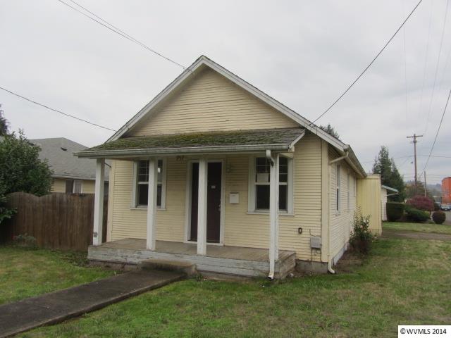 957 Se Miller Ave, Dallas, OR 97338