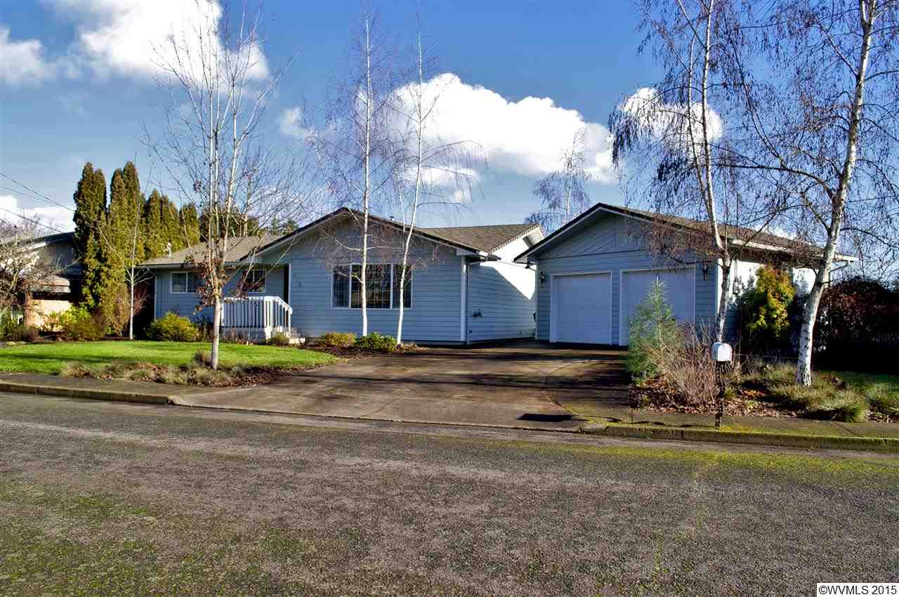 603 River Dr, Independence, OR 97351