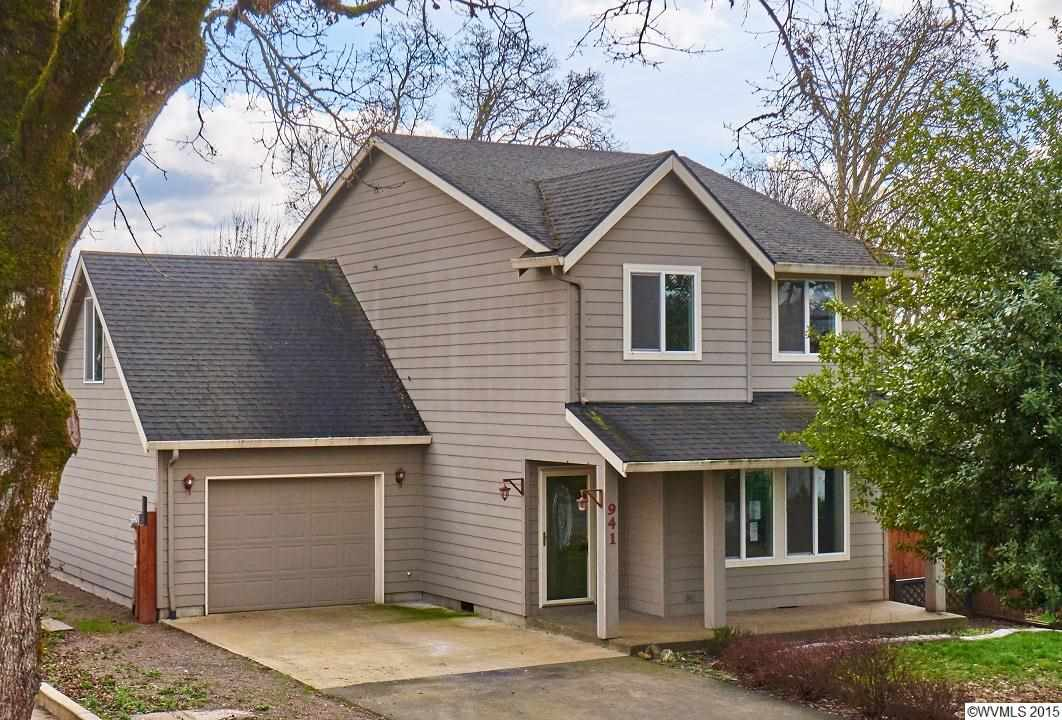 941 SE Maple St, Dundee, OR 97115