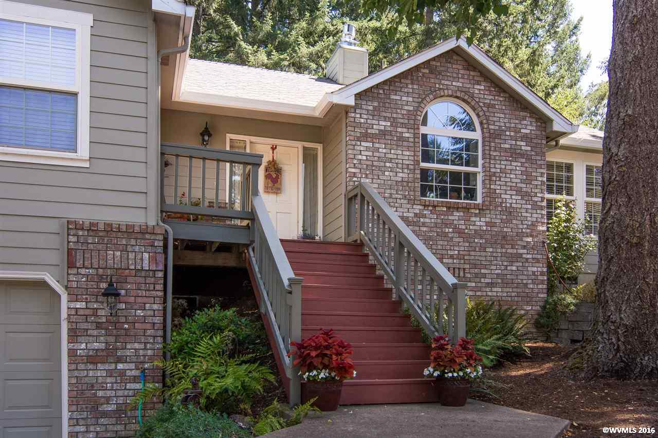 839 S 68th St, Springfield, OR 97478