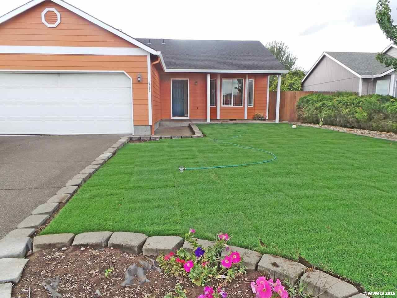 662 S 10th St, Independence, OR 97351