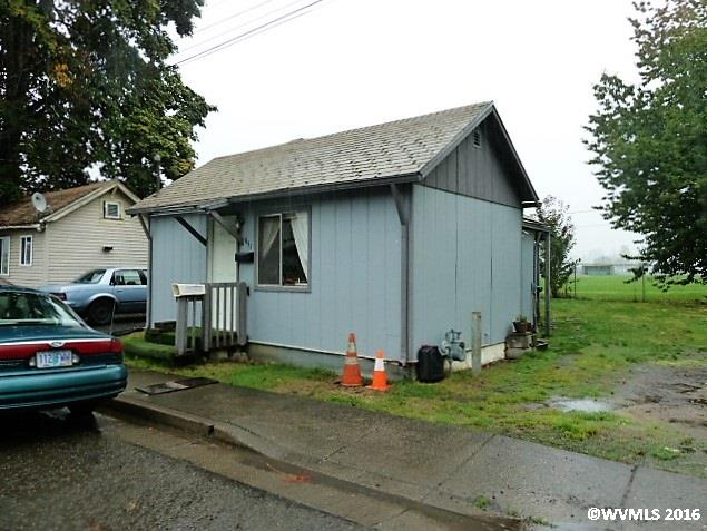 951 15th Ave, Sweet Home, OR 97386