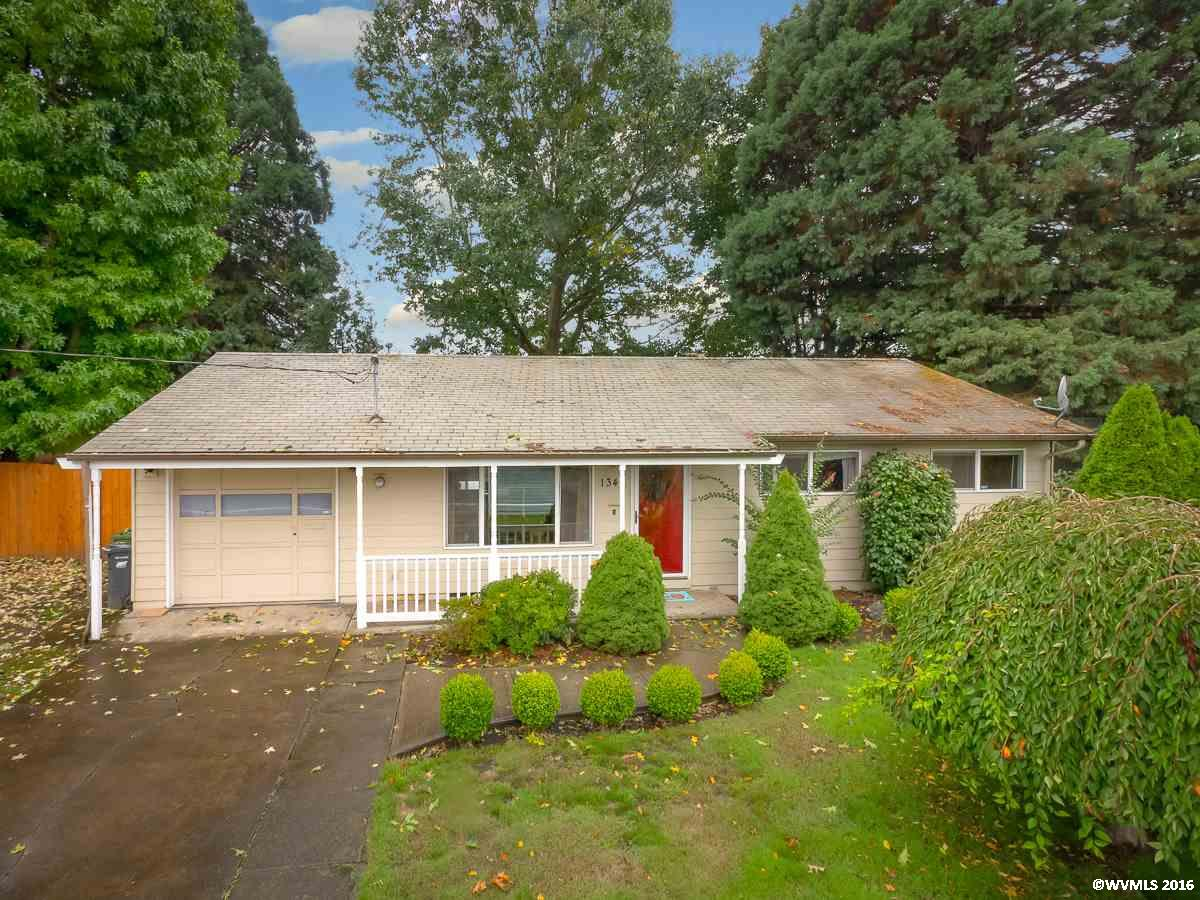 1340 W Hayes St, Woodburn, OR 97071