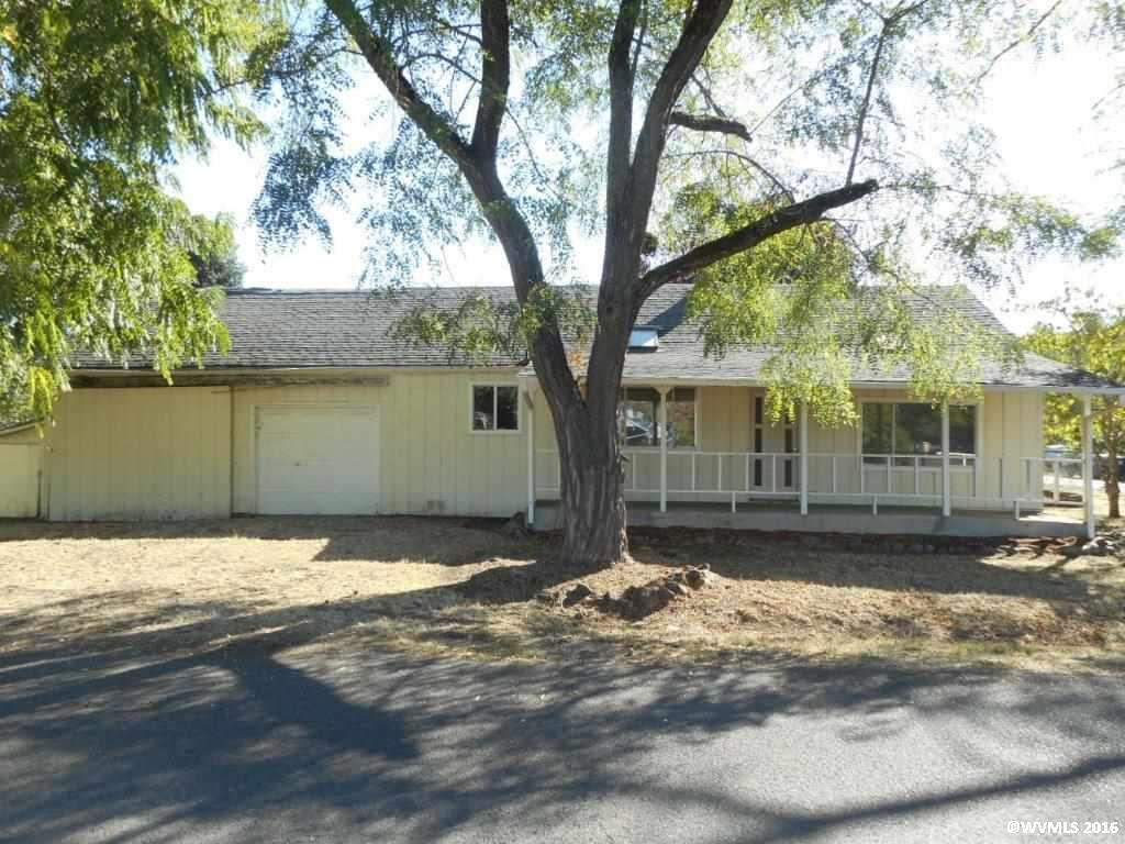 1004 Pine St, Brownsville, OR 97327